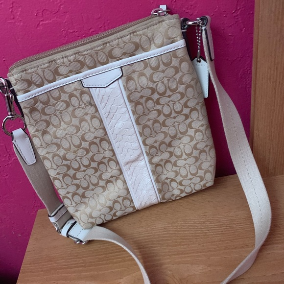 Coach Handbags - Tan Coach Crossbody Purse